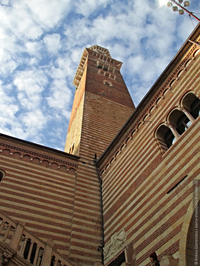 Дворец Правосудия находится на площади Синьории, в нем размещались городское управление и суд