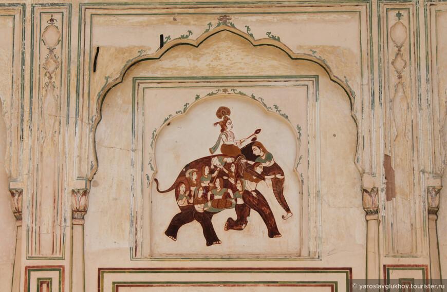 Детали впечатляют. Вот такое интересное изображение слона из женских фигур.