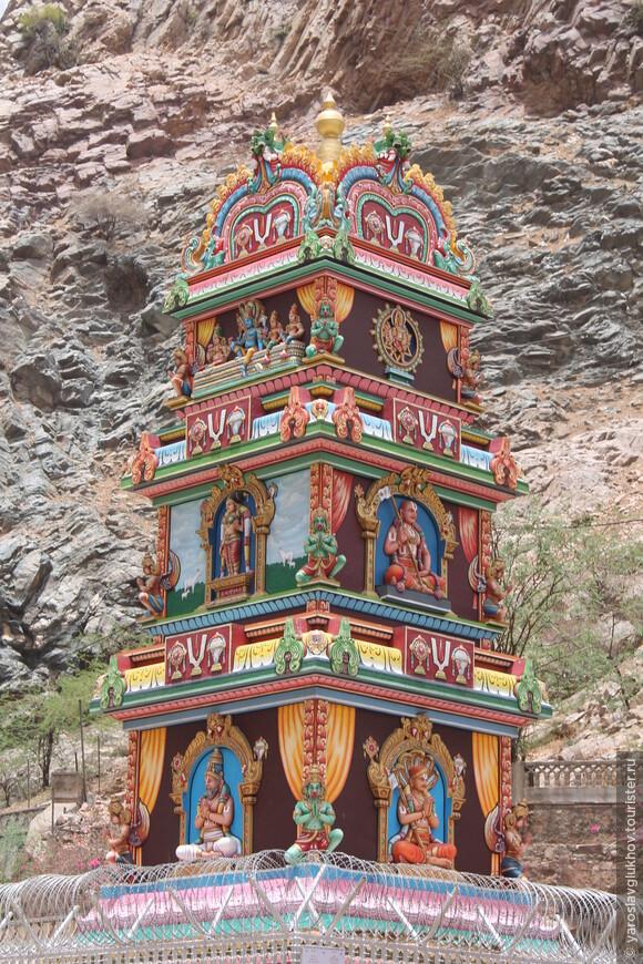 Яркие детали храмов.