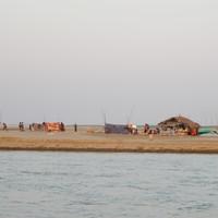 Хижины рыбаков на великой реке Иравади