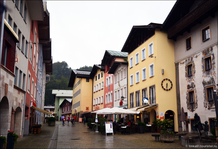 В самом центре Берхтесгадена. Городок небольшой, компактный, легко обходится за пару часов.