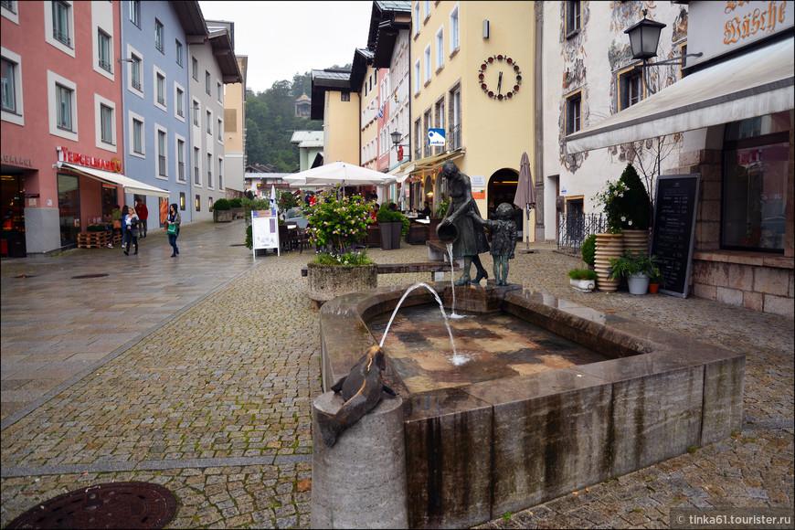 В Старом городе множество забавных фонтанчиков и скульптур.