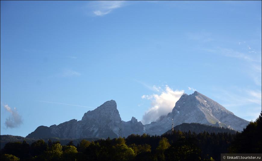 Гора Вацман, доминирующая в пейзаже Берхтесгадена. Высота над уровнем моря — 2713 м, это третья по абсолютной высоте гора Германии после Цугшпитце и Хохваннера, но в отличие от них Вацман полностью находится в Германии.