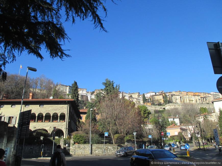 У подножия исторической части города