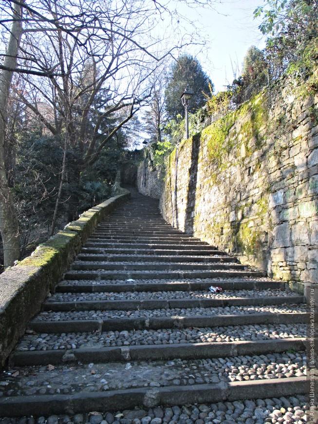 Лестница, ведущая к старому городу.