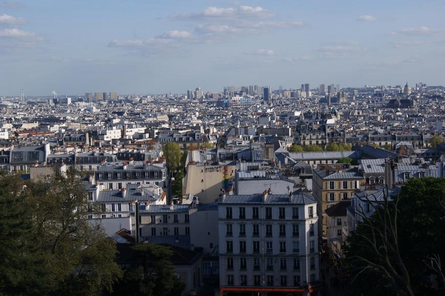 Высота у базилики почти такая же, как у Эйфелевой башни, поэтому сверку город виден как на ладони.