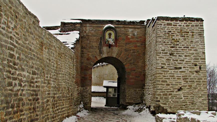 Никольские городские ворота.