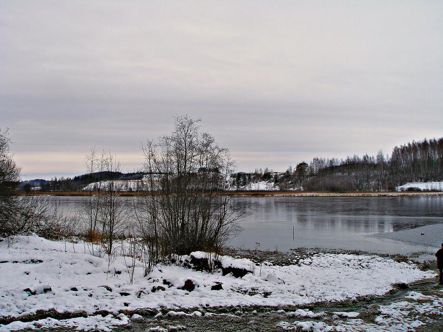 Берег Городищенского озера, расположенного у подножия Жеравьей горы.