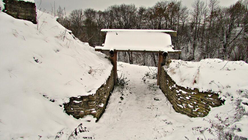 Вал и ворота Труворового городища.