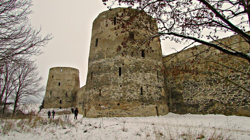 Северная стена. Башни Рябиновка и Вышка.