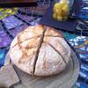 Свежий, горячий, только что испеченный хлеб, - что может быть лучше?