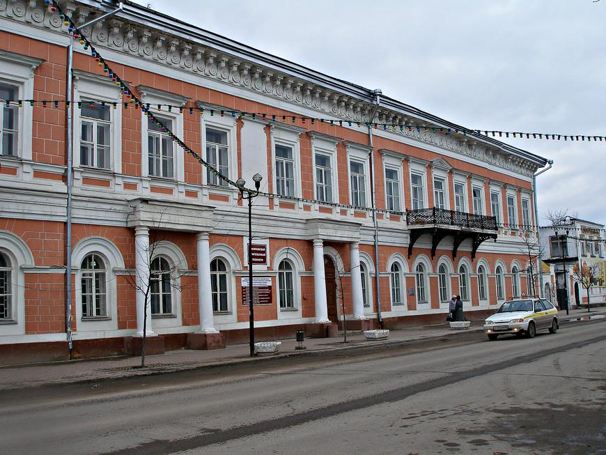 Бывший дом откупщика Якунчикова. Сейчас здесь располагается Касимовский нефтегазовый техникум (колледж).
