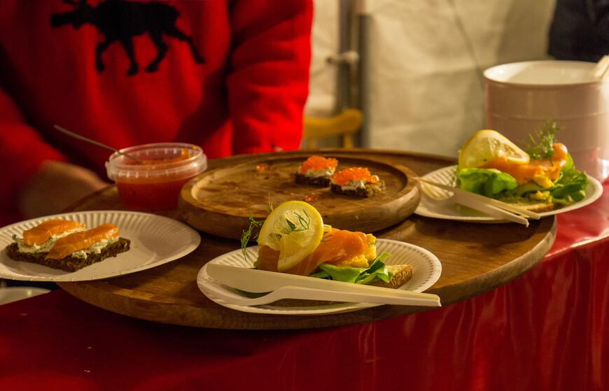бутербродами с семгой и супом из семги и креветок