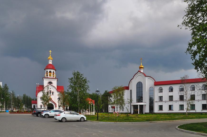 02. Достопримечательностей в городе мало, по крайней мере «открыточных». Есть пару церквей, этно-деревня и ряд памятников/статуй.