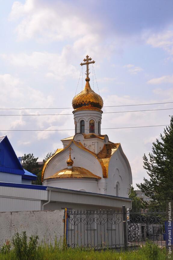 11. Еще одна церквушка, как будто во дворе у кого-то стоит.