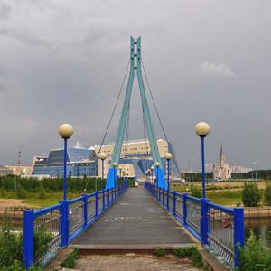 25. Небольшой вантовый пешеходный мост. Недалеко от Сургута, по дороге на Нефтеюганск на Оби построен шикарный огромный вантовый мост. Но снять его мне нормально так и не удалось, все эта погода противная.