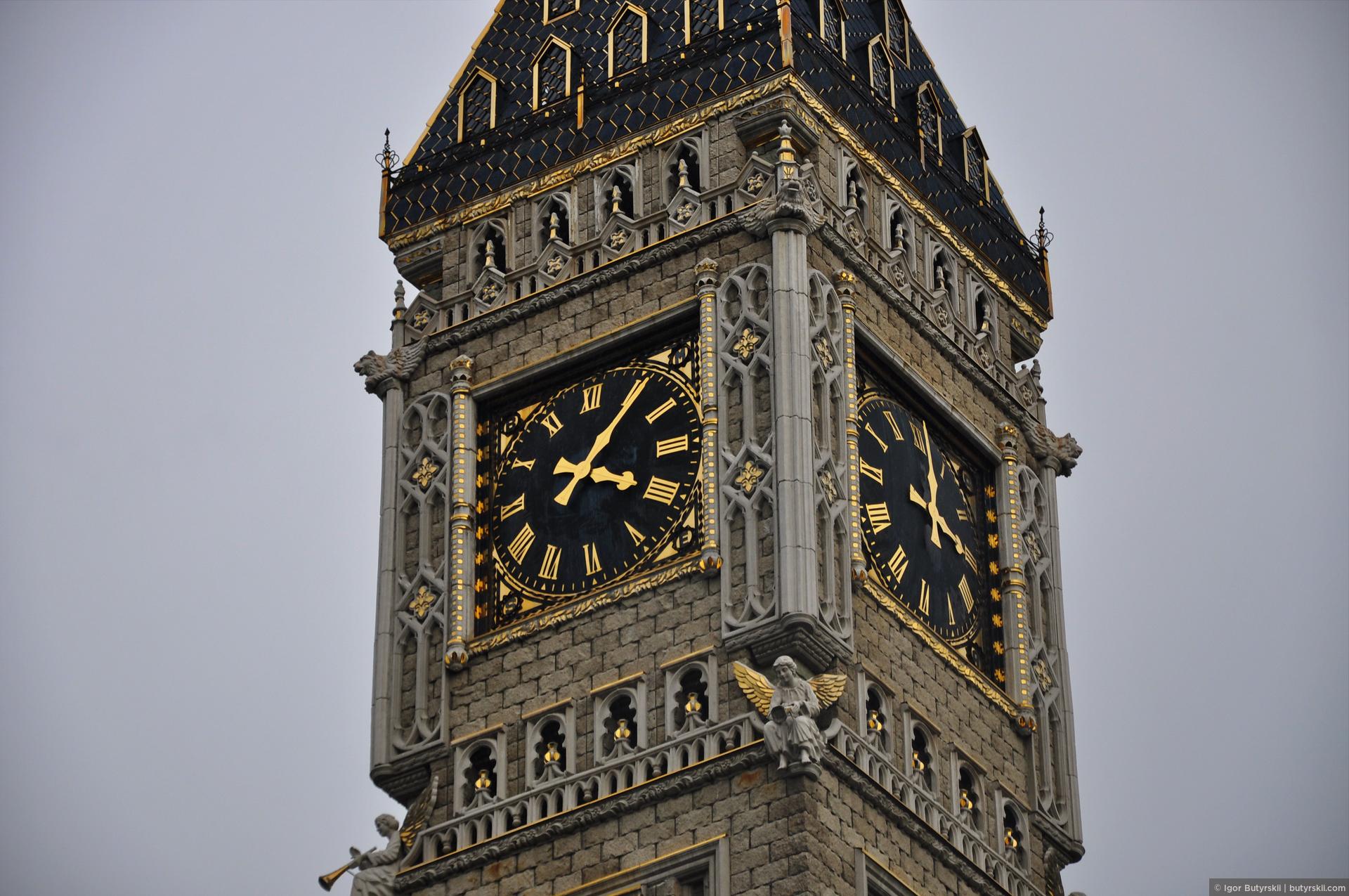 32. Архитекторы пытались повторить башню Биг-Бен, я не знаю, насколько близко получилось, но уровень внимания к деталям приятно удивляет., Сургут