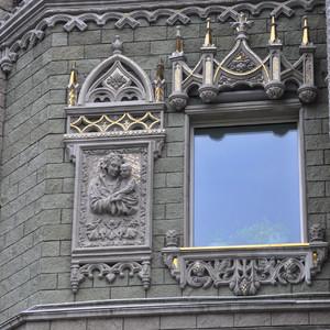 35. Из-за дождя я решил вернуться в Сургут еще раз чтобы снять это здание в хорошую солнечную погоду. Но второй раз я приехал слишком поздно и уже стемнело… не судьба.
