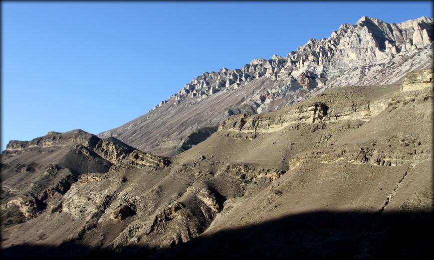Некоторые горные участки напоминали мне другие геологические объекты планеты. Здесь я сразу вспомнил про турецкую Каппадокию.
