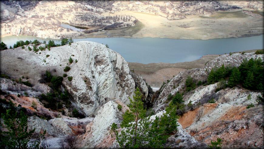 Чтобы у вас было более полное представление о регионе хочу ниже привести краткую справку. Дагестан в географическом отношении делится на предгорный, горный и высокогорный физико-географические пояса, в каждом из них имеются различные виды растительности.