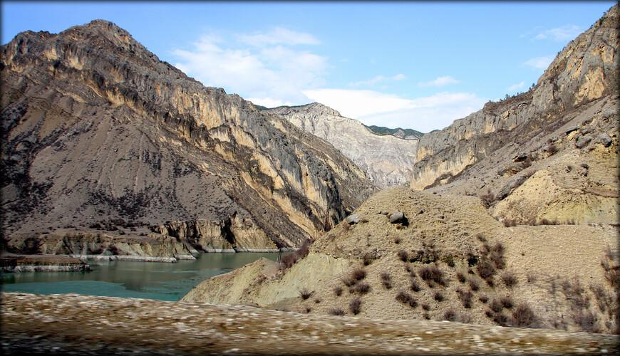 До конца прошлого века считалось, что Дагестан беден озерами. К тому времени насчитывалось около 100 озер, занимавших относительно большую площадь (более 150 кв. км).