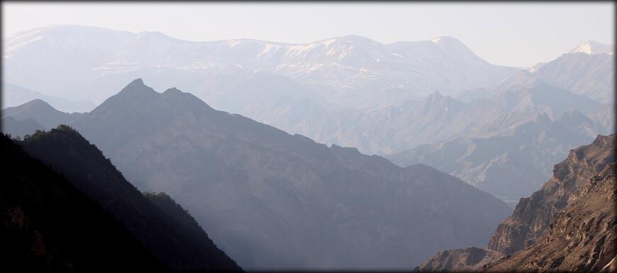 Внутренний Дагестан, в свою очередь, делится на среднегорный, платообразный район и альпийский, высокогорный.