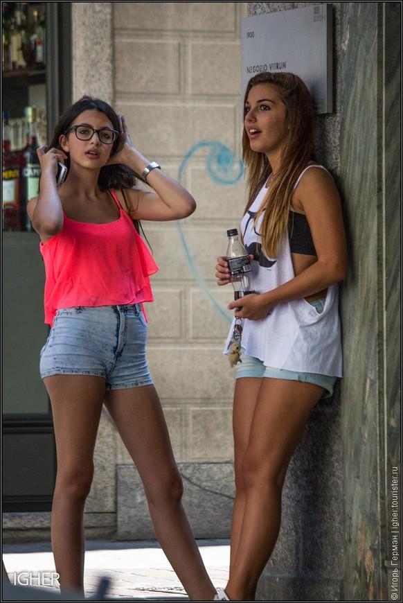 молодежь и модные шорты