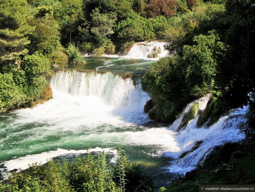 Один из каскадных водопадов.