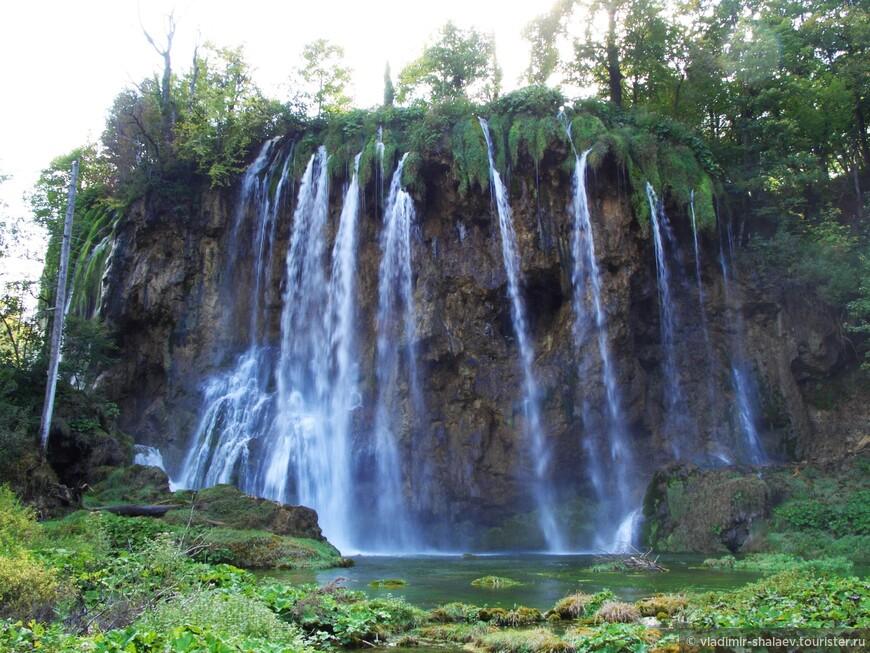 Если количество озер известно, то число водопадов никто даже не считал. Они в зависимости от количества выпавших осадков меняют своё положение.