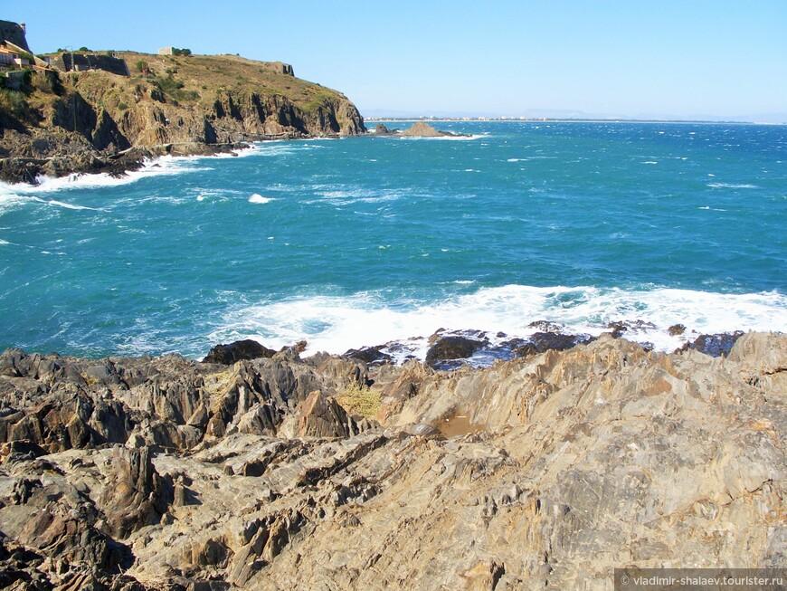 Береговая линия Кольюра - это скалы.