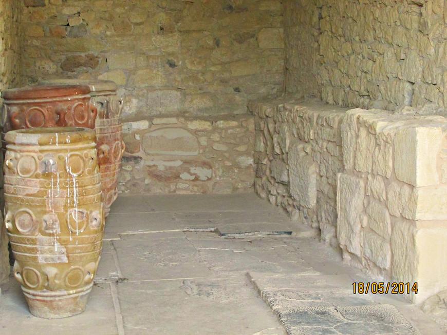 Большая часть сосудов изготавливалась здесь же, во дворце. Мастерская гончара.