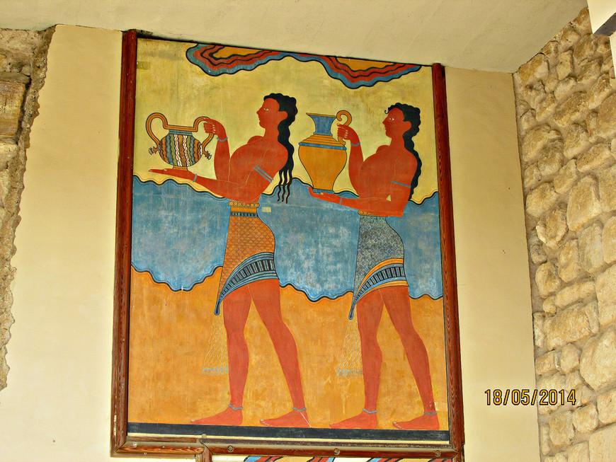 Процессия. Благодаря настенным фрескам мы можем восстановить облик древних обитателей дворца, судить о фасоне их одежды, а также составить представление о дворцовом церемониале.