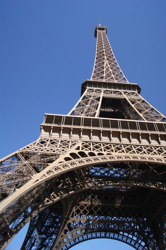 А вот и она! Железная леди Парижа!