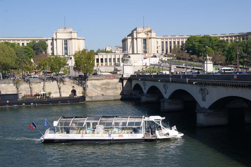 Прогулка по набережной Сены к мосту Александра III.