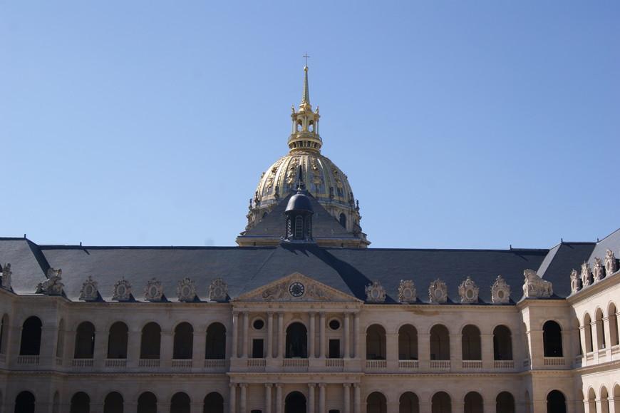 Дом Инвалидов -  архитектурный памятник, строительство которого было начато по приказу Людовика XIV от 24 февраля 1670 года как дом призрения заслуженных армейских ветеранов («инвалидов войны»). Это был один из первых (если не первый) инвалидных домов в Европе.