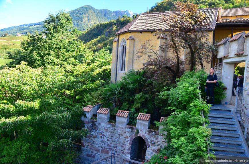 Составляя план, что посмотреть в Южном Тироле, я по рекомендации путеводителя, включила сады Траутмансдорф в Мерано.