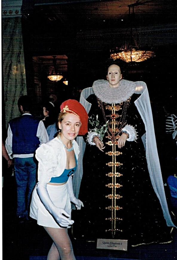 Мадам Тюссо. Многие историки считают, что Королева девственница Елизавета I из династии Тюдоров - самый великий Монарх Англии за последнее тысячелетие. При Елизавете началась Глобализация. Первая колония в Америке Вирджиния была названа в честь Virgin Queen.