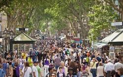 Жители Барселоны провели акцию протеста против туристов