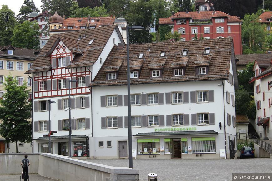 Из-за специфического рельефа Санкт-Галлен называют «городом тысячи лестниц», так как множество лестниц ведут из центра города к Розенбергу и Фройденбергу.