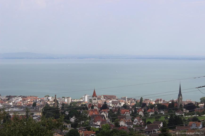 Город расположен недалеко от Боденского озера на высоте примерно 700 метров над уровнем моря и является одним из самых высокогорных городов Швейцарии.