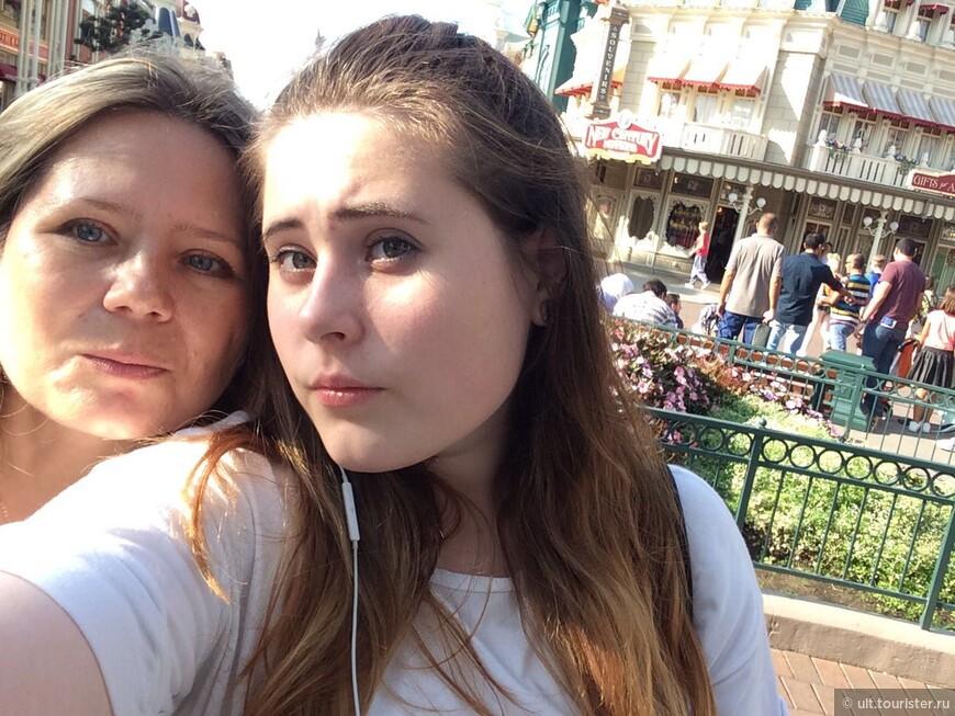я часто была в париже, но с ребенком впервые в этом году. а без нее я не могла пойти в Диснейленд. ждали 19 лет. оно того стоило!