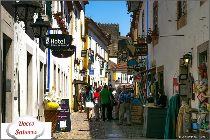 Главная улица, ведущая к крепости.