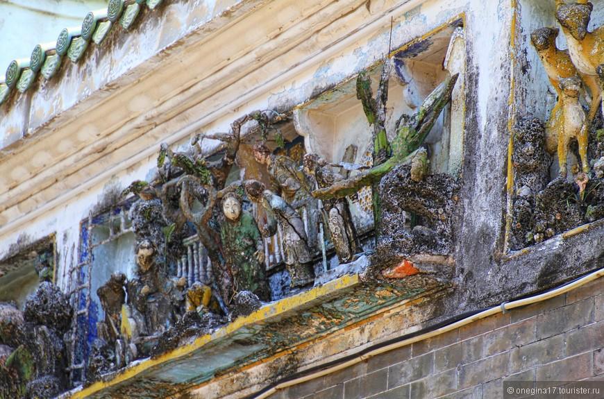 Реставрация храму очень нужна! Жалко было смотреть, как гибнет такая красота. Многое находилось в еще более удручающем состоянии...