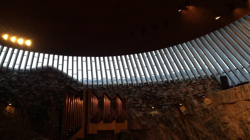 Необыкновенный потолок церкви сделан из 22 километров медной проволоки.