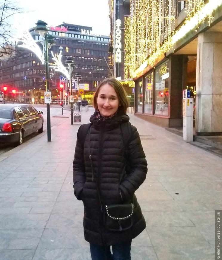 В зимний период уличную иллюминацию в Хельсинки не выключают даже днем.