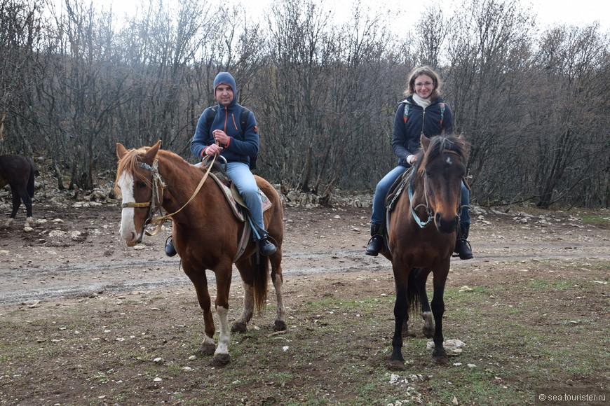 Можно на Ай-Петри  и на лошадях покататься. Только договоритесь об окончательной цене перед поездкой, мы заплатили больше, чем нам сказали вначале.