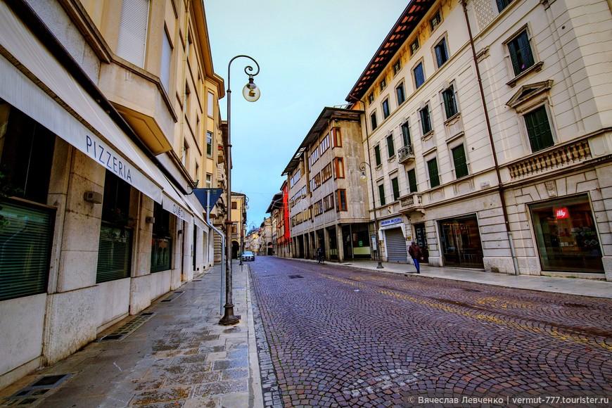 Удине (с ударением на «у») – главный город северного региона Италии под названием Фриули - Венеция - Джулия. Населения города составляет — 120 030 человек (на 2008 год).