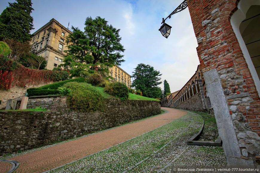 Одна из трёх дорог к замку Удине.