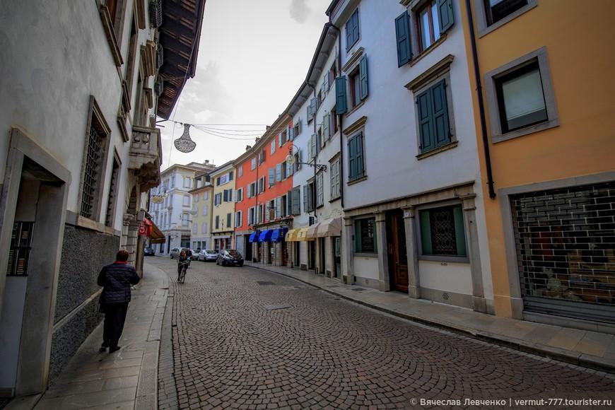 Спустя столетия город приобрел вполне современные черты, однако  его архитектурная мозаика не потеряла своей гармонии, улицы – своего очарования.