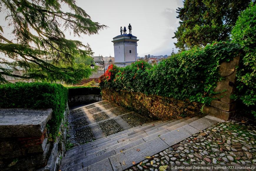 Лестнице Джустиниана, ведущая из Замка Удине к Площади Свободы.